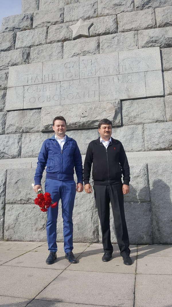 Отец и сын Джингаровы